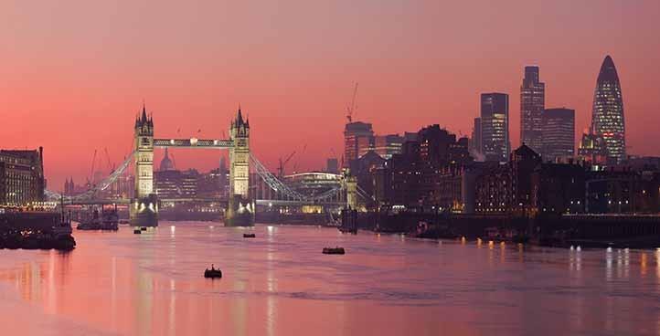 wwww London_Thames_Sunset_panorama_-_Feb_2008
